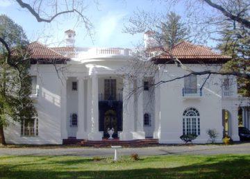 Villa Lewaro photo from Wikipedia Commons - Dmadeo
